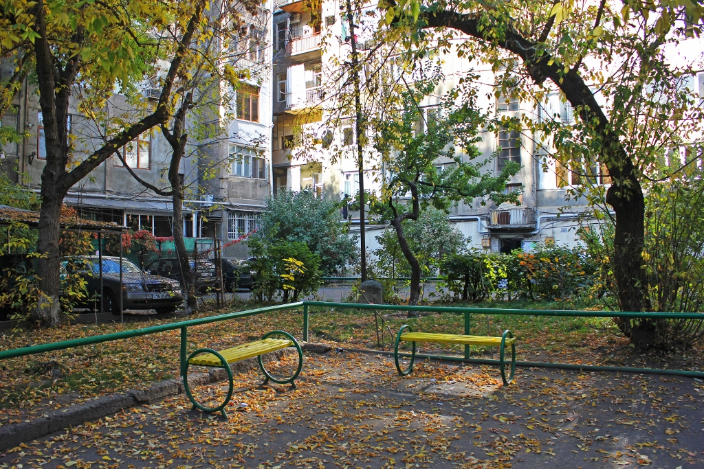Benches of Yerevan - Tatevik  Vardanyan - The Armenite-01